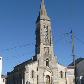 Église de Donnezac - Par Jack ma — Travail personnel, CC BY-SA 3.0, https://commons.wikimedia.org/w/index.php?curid=35901219