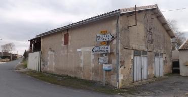 Bâtiment du bourg de Donnezac